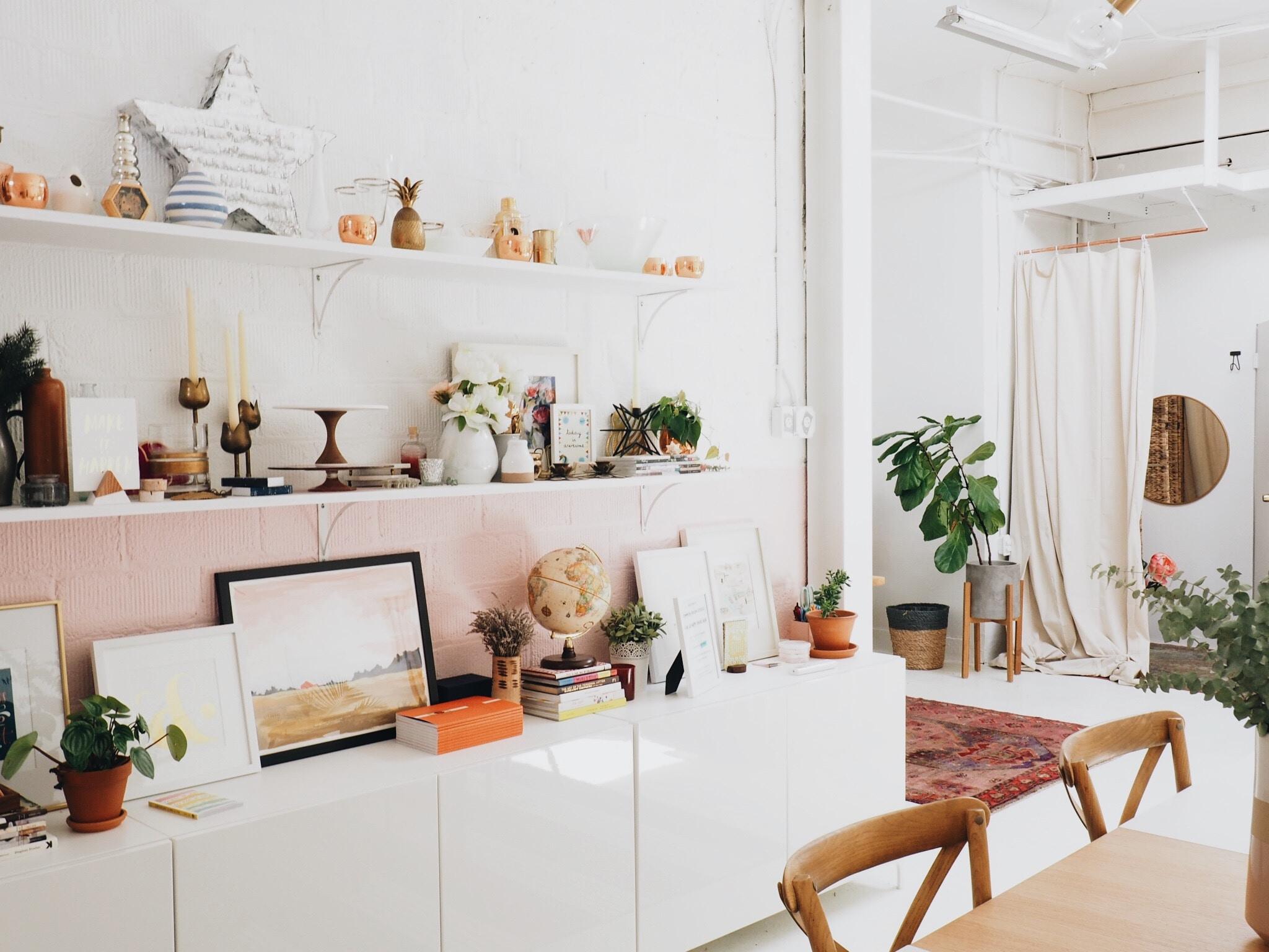 Ambiente di casa con spazi vuoti